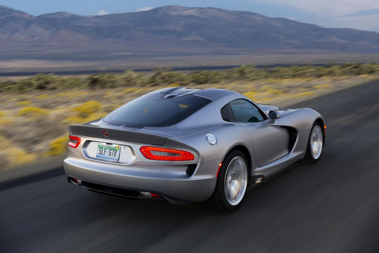 2015 dodge viper srt officially rated at 645 bhp speed carz. Black Bedroom Furniture Sets. Home Design Ideas