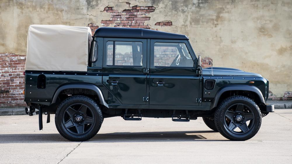 land rover defender double cab pick up modified by kahn design speed carz. Black Bedroom Furniture Sets. Home Design Ideas